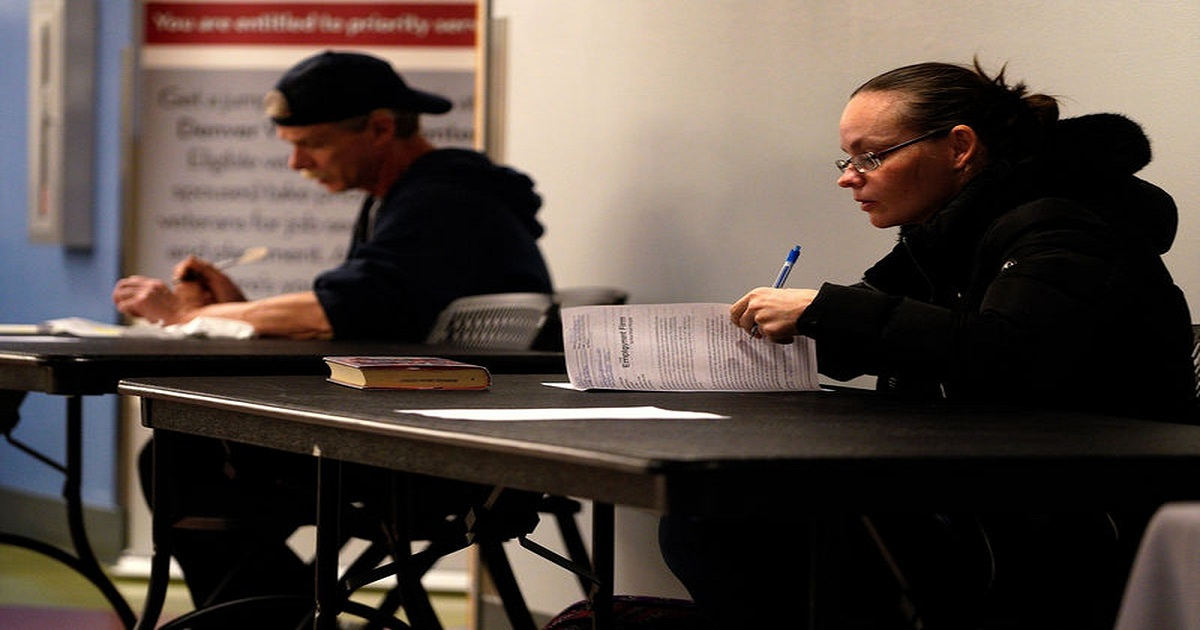 U.S. job growth likely slowed; minimal hit seen from government shutdown