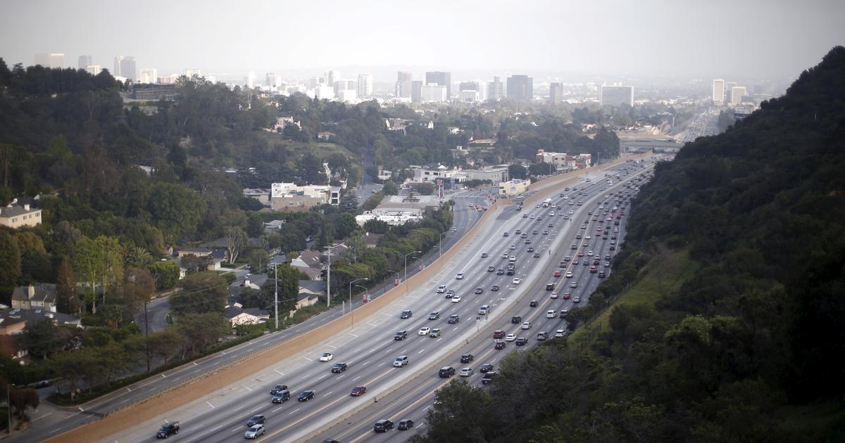 California, four automakers defy Trump, agree to tighten emissions rules
